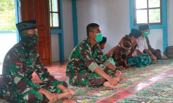 Sholat Maghrib Berjamaah Di Masjid Oleh Personel Satgas ...